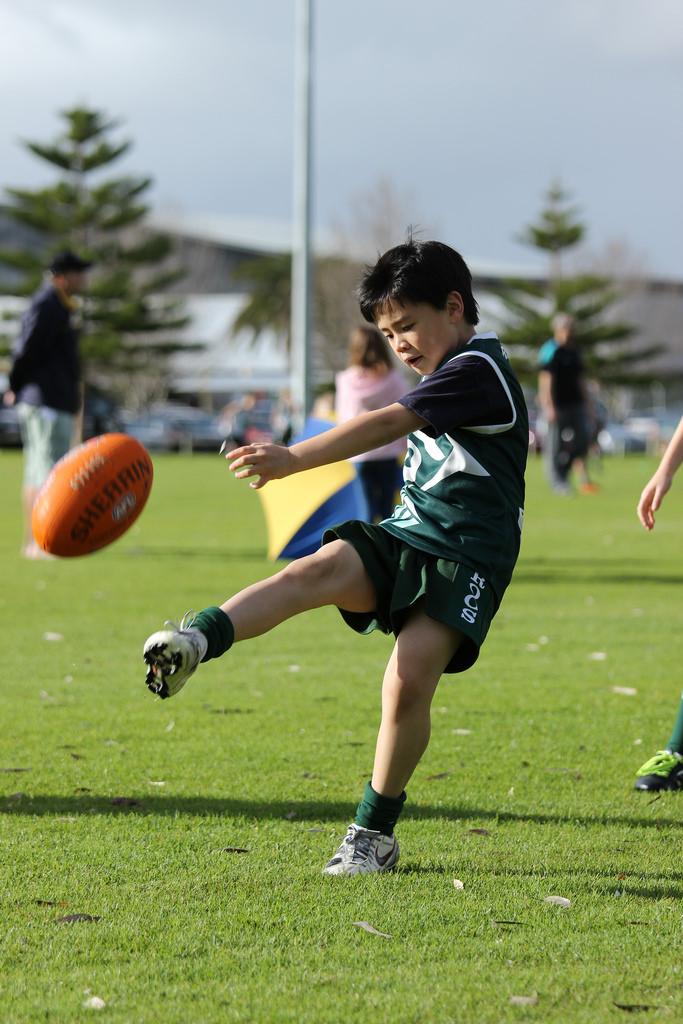 jayden-kicking-for-goal