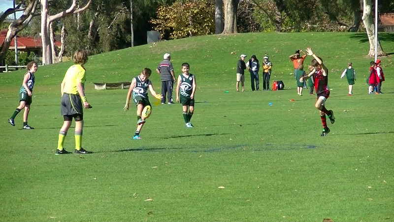 Jeremy Cable gets a long kick during Round 5 v Attadale